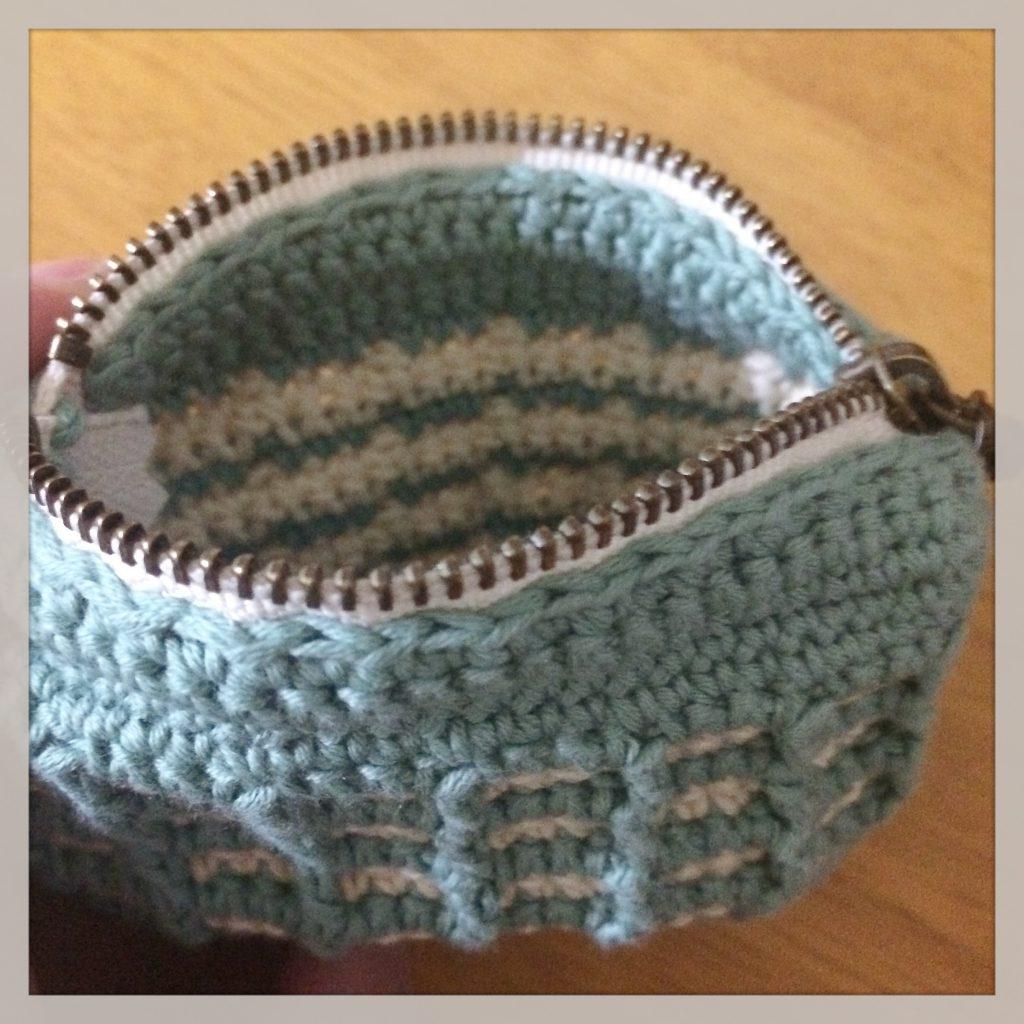ワッフル編みのポーチ内側