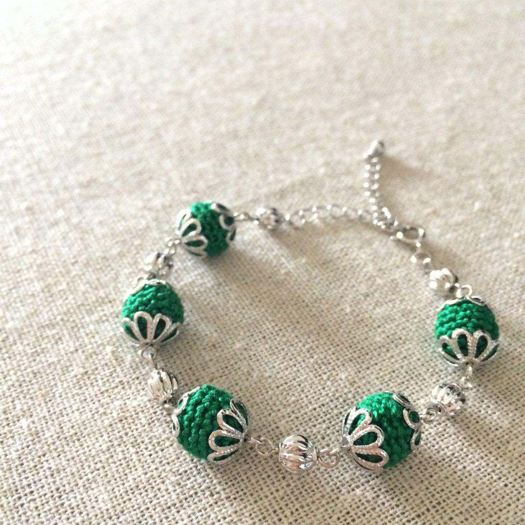 丸モチーフのブレスレット緑