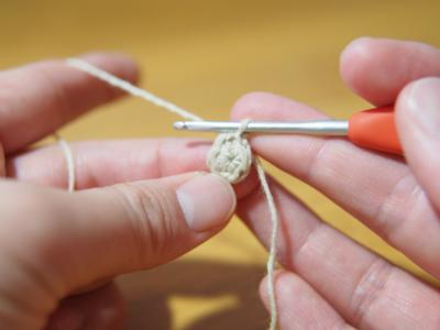 細編みで丸編み図引き抜き編み