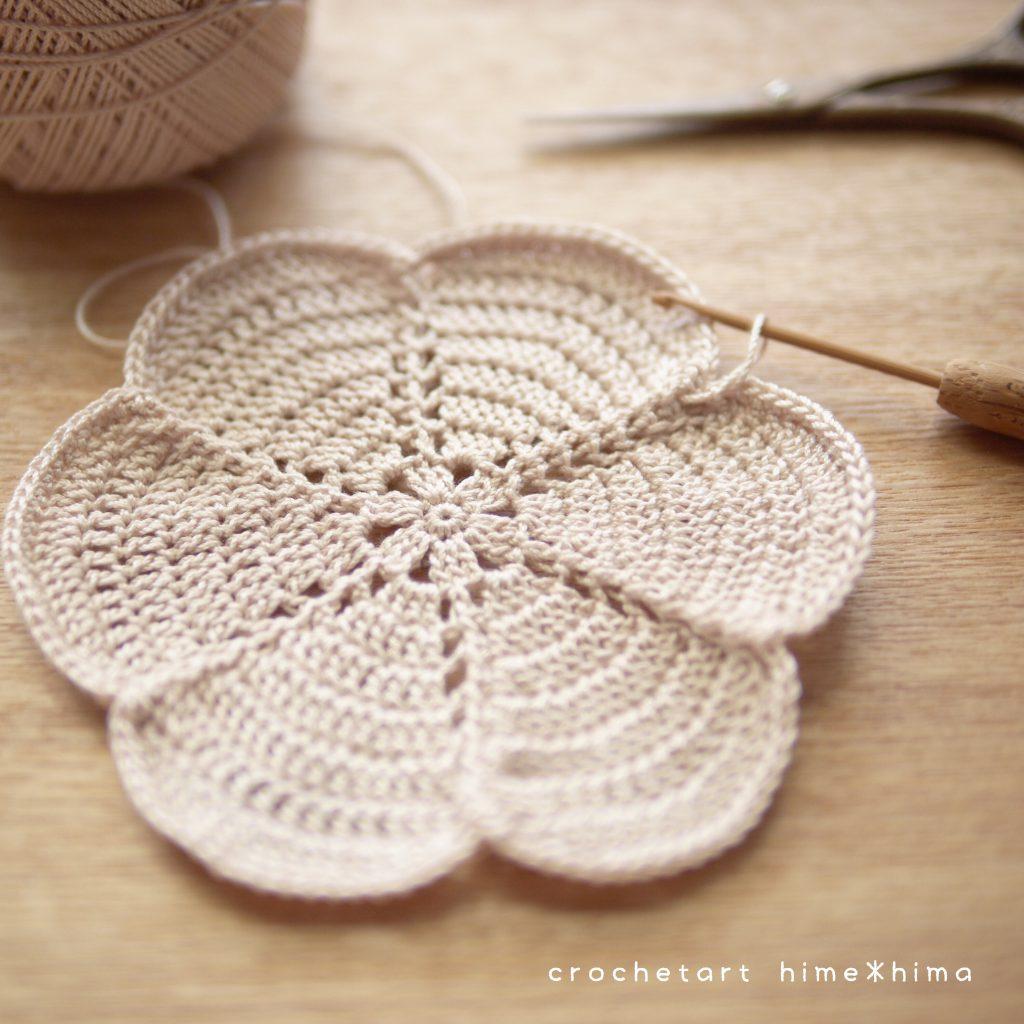 長編みで編む花型コースター